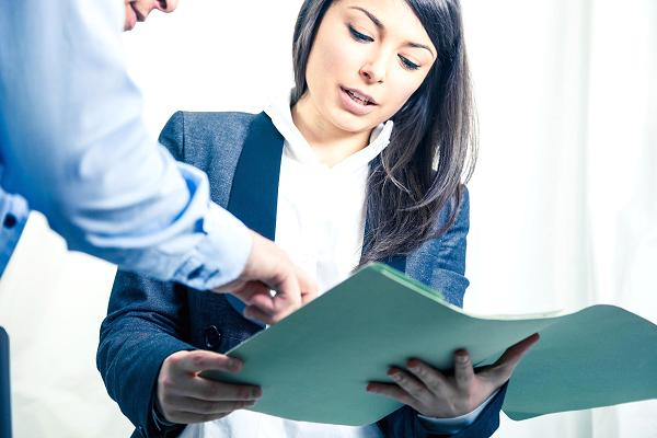 Financial advisor female client
