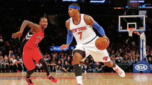New York Knicks' Carmelo Anthony. Would you buy golf clubs from this man?