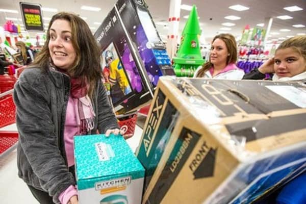 Consumers split on holiday spending: Survey
