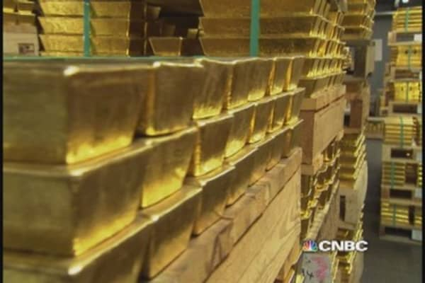 What's got Alan Greenspan talking up gold