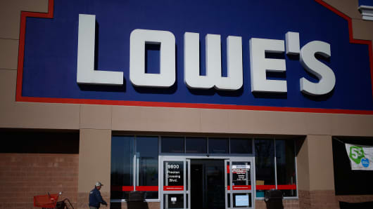 Lowe's, Lowes protest, Lowe's protest, Lowe's pesticide
