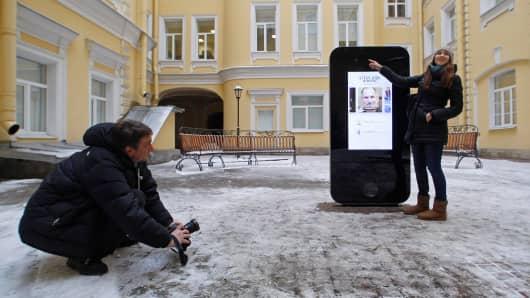 Apple memorial removed for 'gay propaganda'