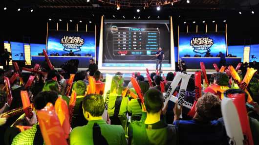The studio audience cheers before the start of the League of Legends North American Championship Series in Manhattan Beach, California February 22, 2014.