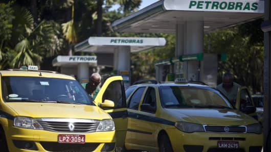 Taxi drivers fill the tanks of their vehicles with natural gas at a Petroleo Brasileiro SA (Petrobas) fueling station in Rio de Janeiro, Brazil.