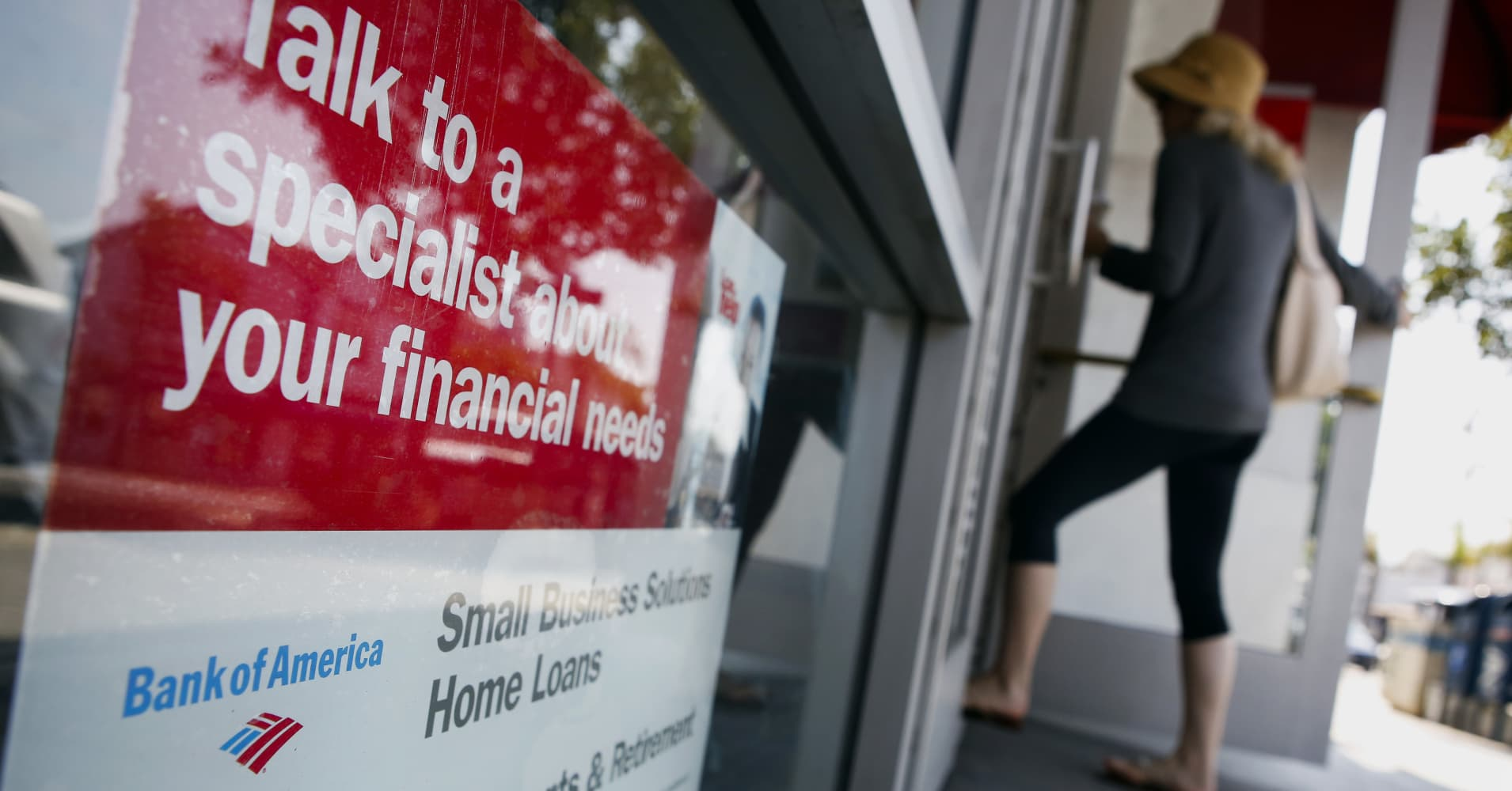 Mortgage applications tank 7.3% amid rising rates