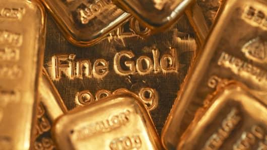 One-hundred-gram gold bars sit on a one-kilogram gold bar, center, at Gold Investments Ltd. bullion dealers in London, July 15, 2014.