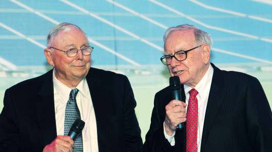Charlie Munger, left, and Warren Buffett