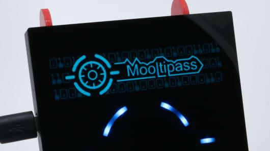 Mooltipass: Offline password storage