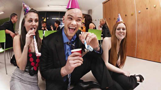 6 tips for the office-holiday party—commentary