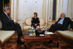U.S. Secretary of State John Kerry (L), Iranian Foreign Minister Javad Zarif (R) and EU envoy Catherine Ashton pose for photographers before a meeting in Vienna November 22, 2014.