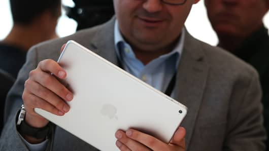 518303239JS024_Apple_Unveil