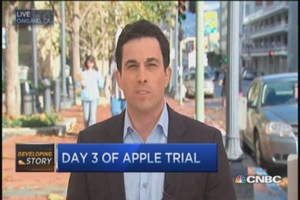 Apple's top execs defend iPod update