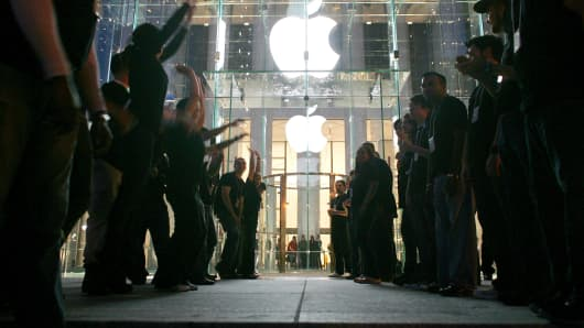 Visitors wait in line to enter the new Apple Store on Fifth Avenue on May 19, 2006, in New York City.