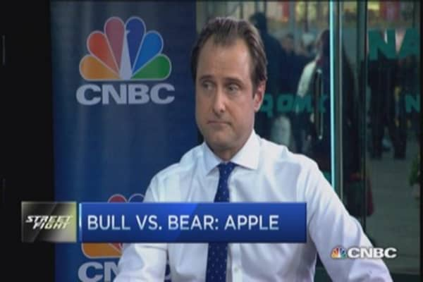 Apple: Bull vs. 'skeptic'