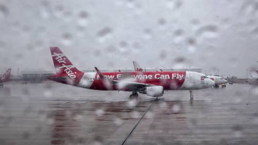 target audience for airasia The target audience of the airasia plays a vital role in the consumer behavior of the company the air asia being a low cost airline, whose target audience is the all people whose salary falls in the middle or lower income of malaysia.