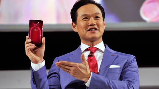 LG Electronics MobileComm USA Brand Marketing Senior Manager Frank Lee displays the LG G Flex 2 at the 2015 International CES on January 5, 2015 in Las Vegas.