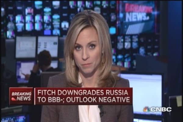 Fitch downgrades Russia to BBB-