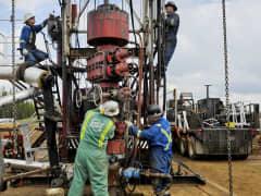 Roughnecks building drilling rig