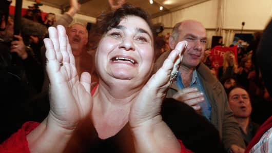Supporters of opposition leader and head of radical leftist Syriza party Alexis Tsipras cheer at exit poll results in Athens, January 25, 2015.
