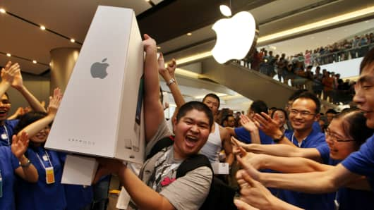 Employees and customers cheer during the Apple store opening at Hang Lung Plaza on August 2, 2014 in Wuxi, China.