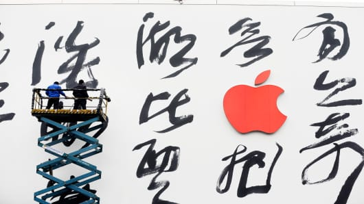 A poem by traditional Chinese poet Su Shih is displayed on the outside of an Apple store in Hangzhou, Zhejiang province, China.