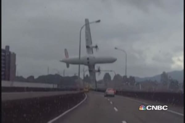 Taiwan air crash: 26 dead, black boxes recovered