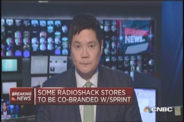 Standard General to buy up to 2,400 RadioShack stores