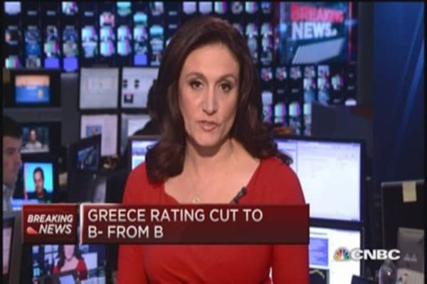 S&P cuts Greece rating, country gets 'junkier'