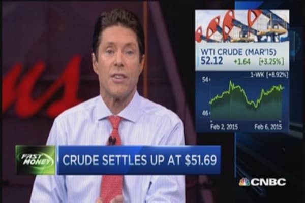 Oil higher by 2%, rate hike fears weigh