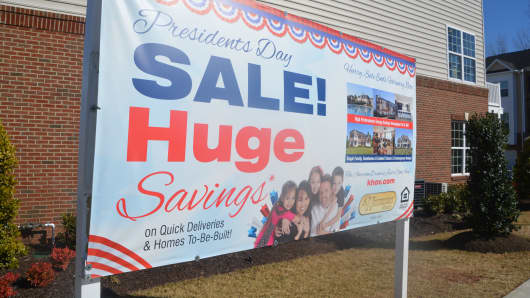 "President's Day sign for K Hovnanian new townhouse project in Manassas, VA called ""Dominion Crossing""."