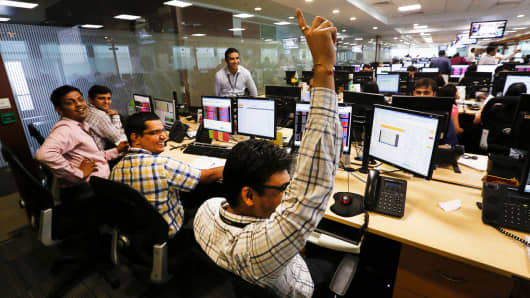 India traders at the Motilal Oswal Financial Services Ltd. office in Mumbai, India.