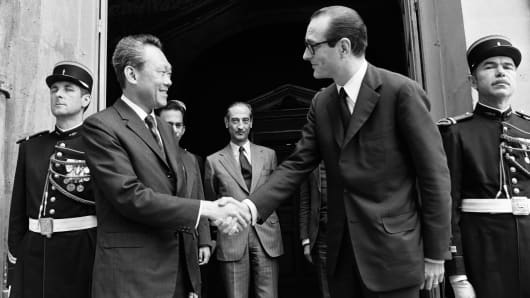 Singapore Prime Minister Lee Kuan Yew shakes hands with French Prime Minister Jacques Chirac at Matignon in Paris, July 2, 1972.