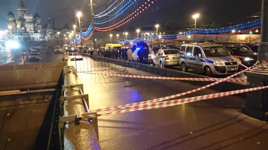 The body of Russian opposition leader Boris Nemtsov, covered by plastic, lies on Bolshoi Moskvoretsky bridge in Moscow.