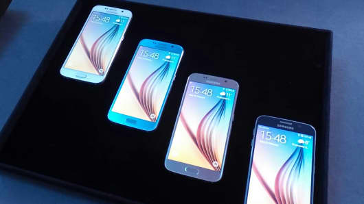 Samsung Unveils Curved Galaxy S6 Edge