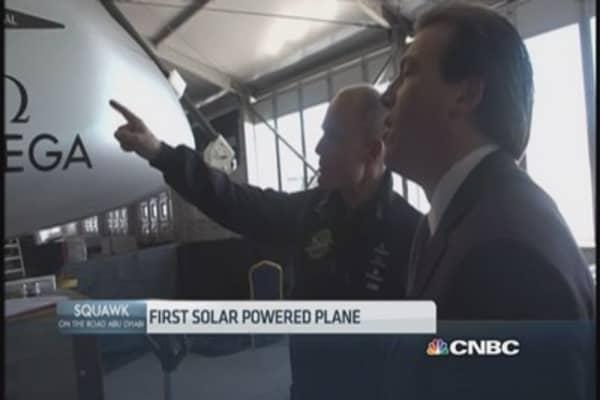 Solar-powered plane set to tour the globe