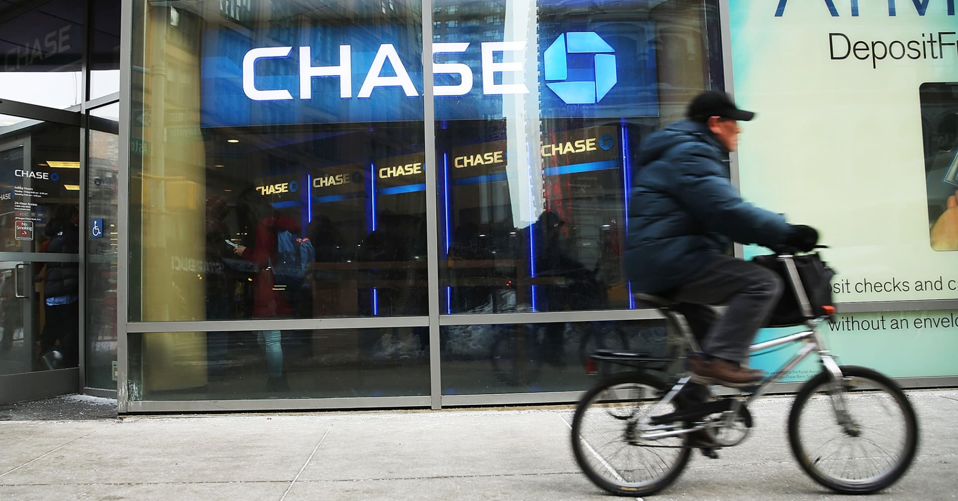 JPMorgan Chase Plans to Cut Sapphire Reserve Card's Bonus in Half