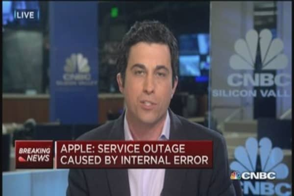 Apple apologizes for server outage