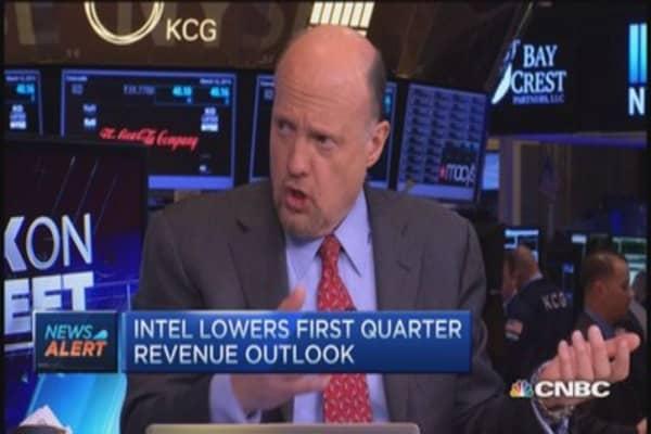 Intel cuts guidance