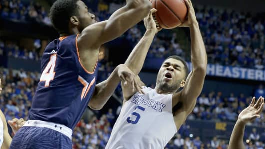 Andrew Harrison #5 of the Kentucky Wildcats shoots against the Auburn Tigers, March 14, 2015.
