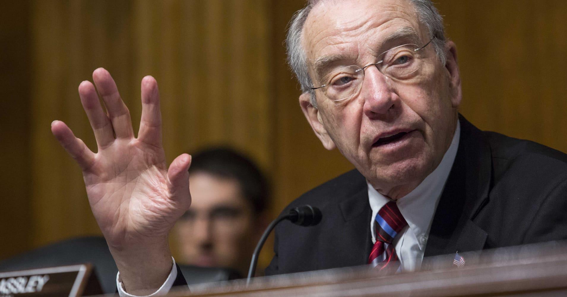 US senator calls for probe into promotion of Kushner Cos deal