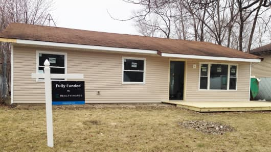 The financing for this Bolingbrook, IL home's rehab came from crowdfunding.