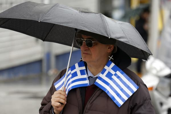 The European Central Bank increased the cap on emergency liquidity for Greek banks, two people familiar with the decision said, as it seeks to keep the lenders alive without financing the nation's government.