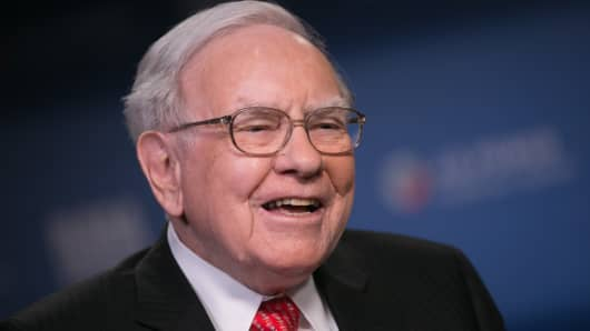 Warren Buffett held on to his stake in post-IPO Verisk, which has earned a hefty 207 percent return since October 2009, as of the close of business Sept. 30.