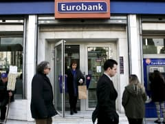 People in front of Eurobank branch