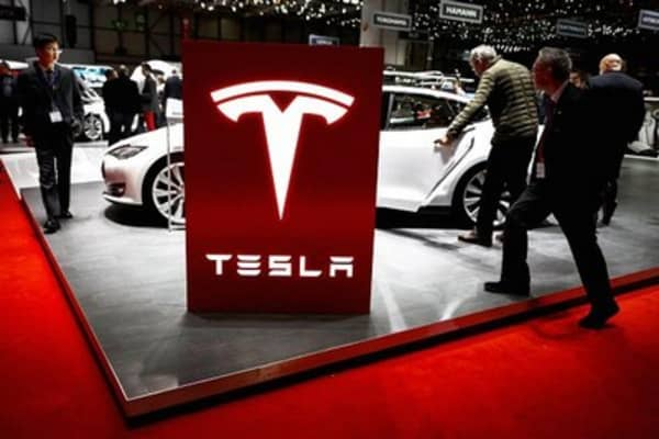 Cramer: Musk's Tesla looking 'like other car companies'