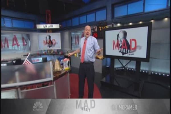 What Cramer is watching next week: WFC, JNJ & more