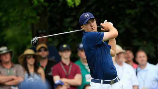Jordan Spieth watches his tee shot on the seventh hole during the final round of the 2015 Masters Tournament at Augusta National Golf Club on April 12, 2015, in Augusta, Georgia.