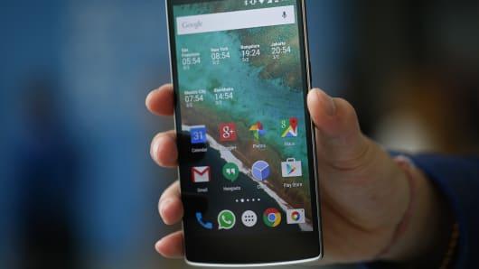 Google plans to unveil wireless service in U.S.