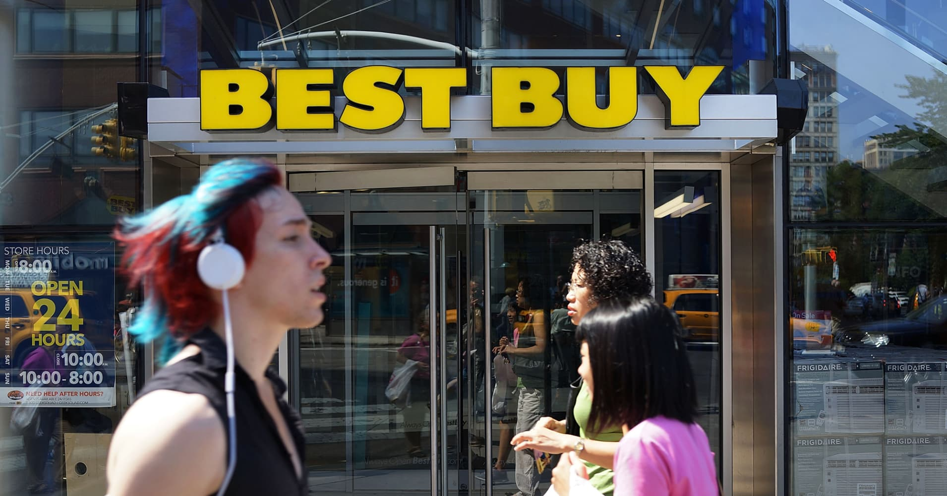 Best Buy shares jump 16% on unexpected same-store sales growth