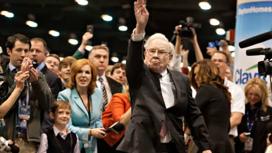 Warren Buffett tosses a newspaper prior to the Berkshire Hathaway shareholders meeting in 2014.